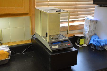 Denver Instrument AA-250 Analytical Balance